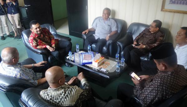 Posting Foto Pernikahan Ketua MUI, Boni Hargens Minta Maaf