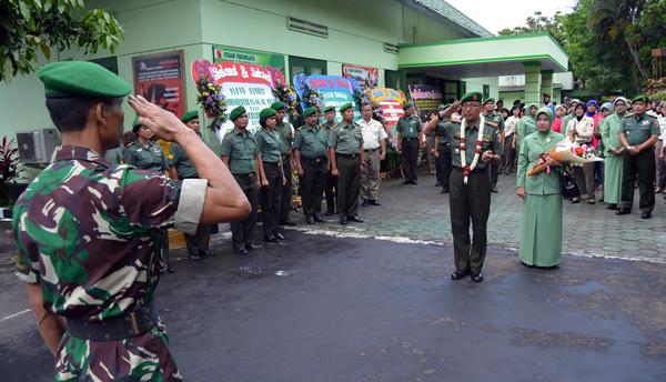 Danrem 083/BDJ Hadiri Lepas Sambut Dandenkesyah 05.04.03 Malang