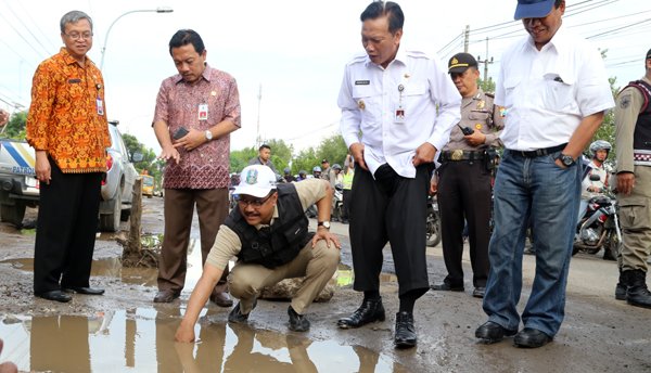 Gus Ipul Desak BBPJN Percepat Perbaikan Jalan Rusak di Gresik