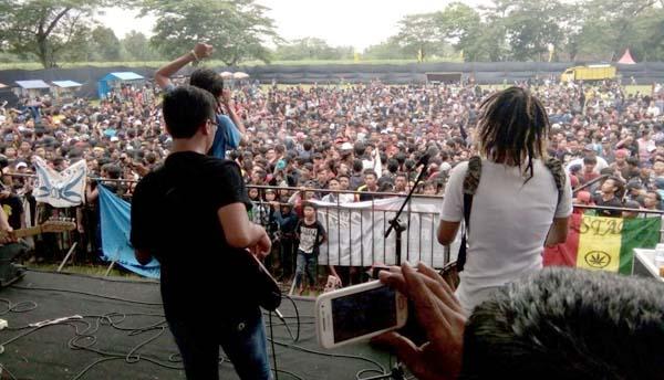 Goyang Reggae Guncang Jombang, Ribuan Pemuda Berjoget Ria