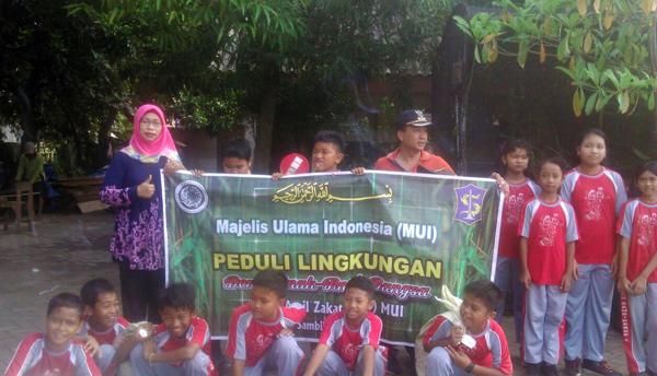 MUI dan Elemen Masyarakat Sambikerep Bersih-bersih Lingkungan