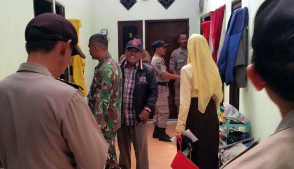 Satpol PP Kecamatan Pakal Kunjungi Rumah-rumah Kos di Pondok Benowo Indah