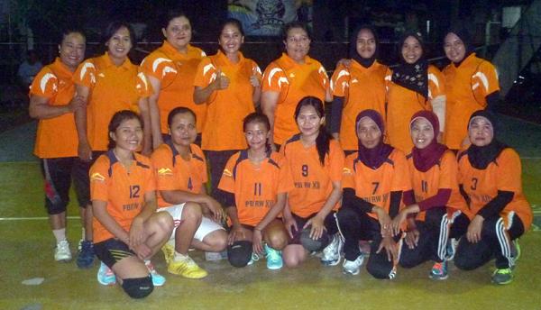 RW 12 Berhasil Rebut Juara Turnamen Voli Antar-RW
