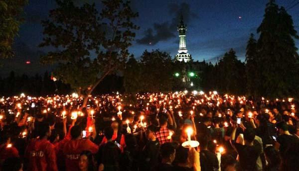 Ribuan Warga Bali Gelar Aksi 1001 Lilin untuk Ahok