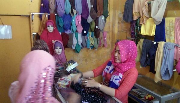 Hijab Sar'i Motif, Jadi Buruan Hijabers di Puger