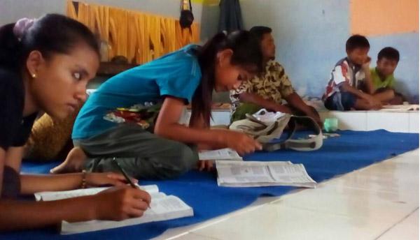 Ikut Ujian Nasional, Harus Tempuh 15 Km ke Sekolah SD Villial Merak