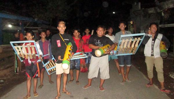 Tradisi Gugah Saur Sambil Patrol-an di Gintangan Rogojampi