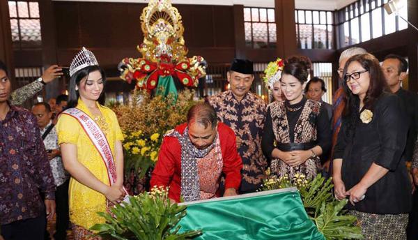 Dua Menteri Launching eL Royale Hotel