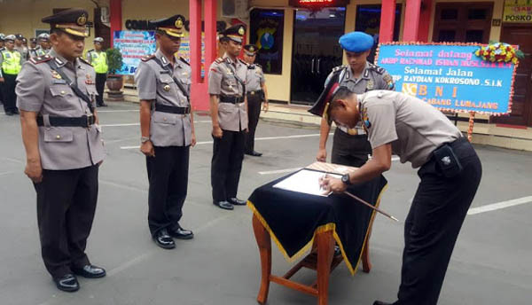 AKBP Raydian Kokrosono Pimpin Sertijab Wakapolres dan Kapolsek Rowokangkung