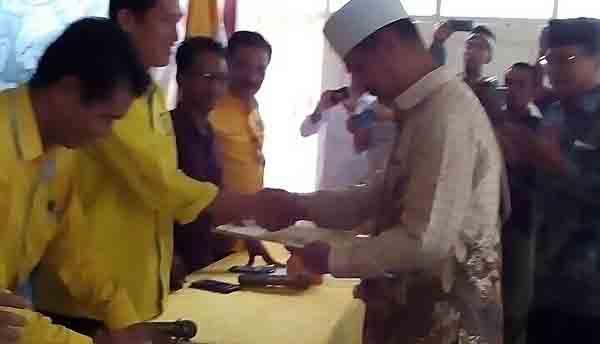 Buya Husni Thamrin Madani Ambil Formulir Bacabub Banyuasin di DPD Golkar