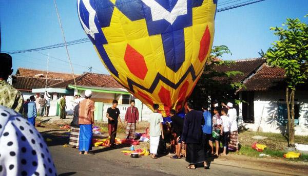 Lepas Balon Udara, Tradisi Warga Desa Jember Selatan Rayakan Lebaran Ketupat