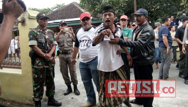 Eksekusi Rumah di Gumukbanji Kencong Diwarnai Ketegangan