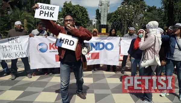 Korban PHK Sepihak, Karyawan SINDO Jatim Aksi Turun Jalan