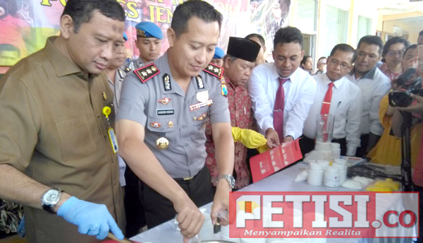 Polres Jember Musnahkan Ribuan Butir Okerbaya, Shabu & Tembakau Gorilaz