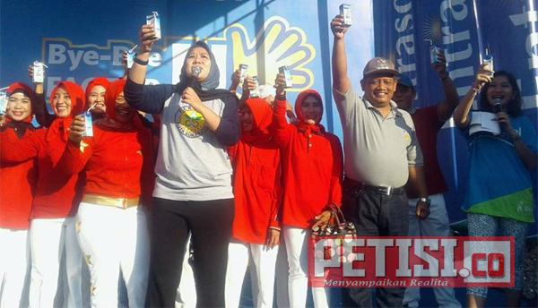 Ketua PERWOSI Surabaya Senam Bersama Ratusan Lansia Pakal