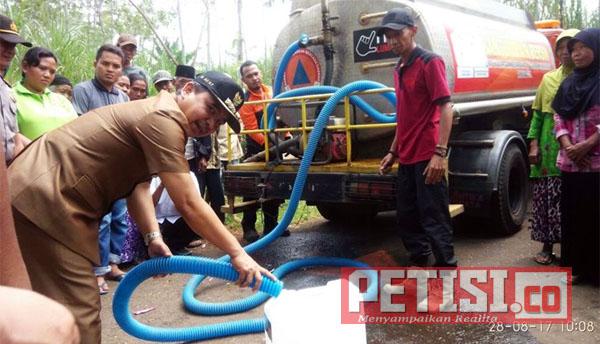 Pemkab Lumajang Distribusikan Air Bersih ke Sejumlah Desa