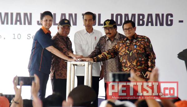 Joko Widodo Resmikan Jalan Tol Jombang-Mojokerto