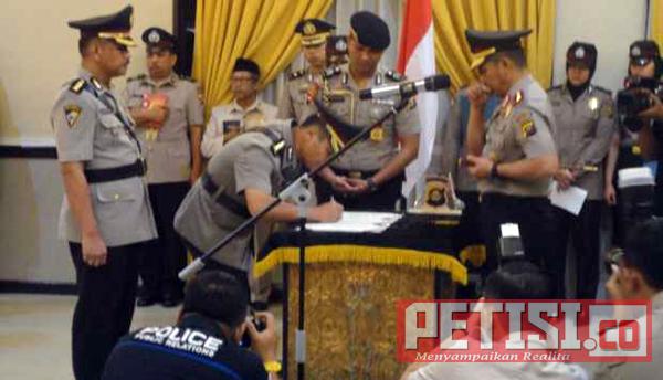 Kapolda Sumsel Pimpin Serah Terima Jabatan 10 Perwira