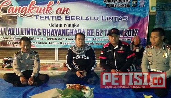 Kasatlantas Polres Jombang Cangkrukan Bersama Club Motor YNCI