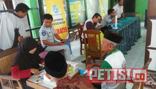 Jasa Raharja Datangi Kantor Desa  Karangsari untuk Berikan Pengobatan Gratis