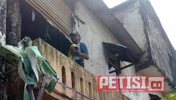 Rumah Dua Lantai di Manukan Kulon Terbakar