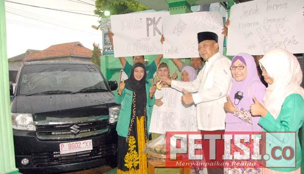 PKB Serahkan Mobil Operasional Dakwah Fatayat NU Banyuwangi