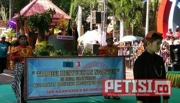 32 Peserta Karnaval Tingkat SD dan SMP Meriahkan Hari Jadi Bojonegoro ke 340
