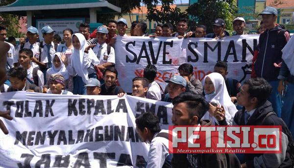 Terkait SPP, Ratusan Siswa SMAN 6 Kota Kediri  Demo