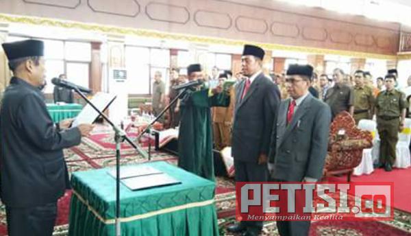Bupati Yuswir Arifin Lantik Sekda dan Direktur RSUD Sijunjung
