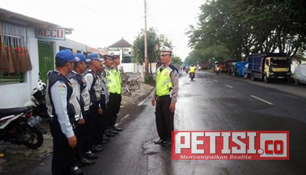 Dishub dan Lantas Polres Lumajang Sosialisasi  Larangan Kendaraan Oprasional Angkutan Barang