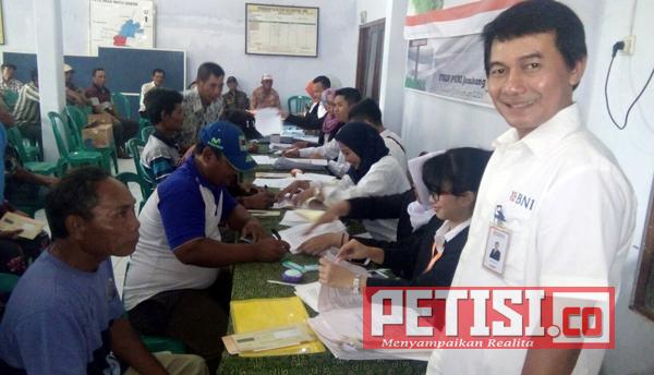 Sebanyak 320 Kartu Tani Dibagikan di Watudakon Kesamben Jombang