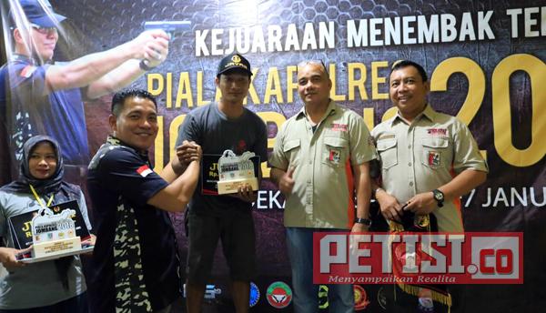 Kapolres Jombang Tutup Kejuaraan Menembak Terbuka