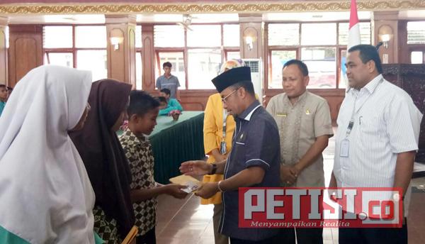 3.587 Siswa SMP di Sijunjung Terima Beasiswa Kemendikbud