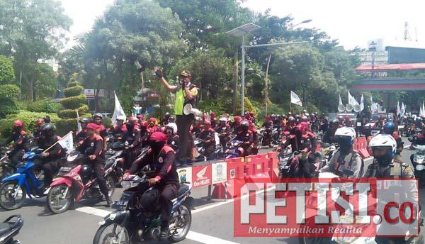 Antisipasi Kemacetan Kapolsek Wonokromo Atur Lalulintas