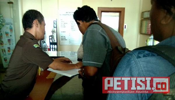 Diduga Ada Penyelewengan APBDes 2017,  Anggota BPD dan Warga Mengadu Kejari Bojonegoro