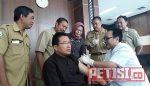 Kang Yoto  Orang Pertama  Dapat Imunisasi Difteri di Bojonegoro
