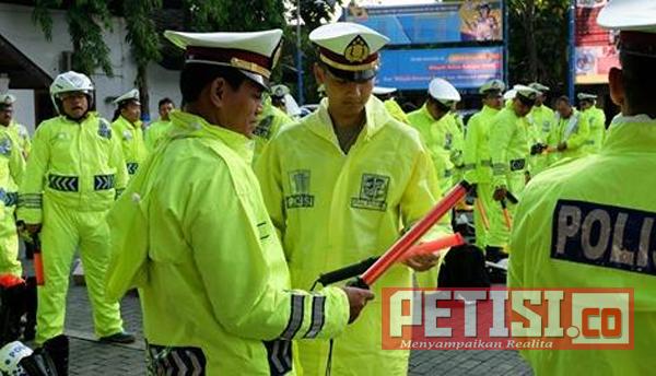 Jelang Libur Panjang, Kasat Lantas Polres Bojonegoro Cek Kelengkapan dan Kesiapan Personel