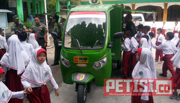 Ratusan Siswa SD di Gresik Dikenalkan si-Mokos