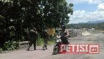 Petugas Mondar-Mandir Datangi Rumah Warga yang Enggan Terima Uang Bongkar