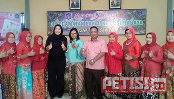 Ketua Dharma Wanita Kota Surabaya Kagumi Masakan Pol PP Kecamatan Pakal