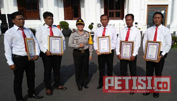 Kapolrestabes Surabaya Beri Reward Unit Opsnal Reskim Polsek Simokerto