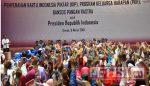 Jokowi Bagikan KIP, PKH, Bansos Rastra, Serta Ribuan Sertifikat