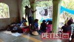 Warga Bendo Tinggal Bersama di Masjid Dusun Setempat
