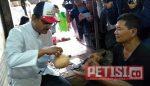 Gus Ipul Sarapan Bareng Masyarakat di Pasar Benowo