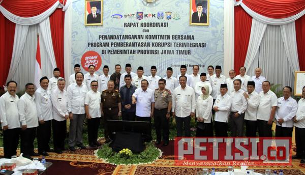 Disaksikan KPK, Gubernur dan Bupati/Walikota se-Jatim Komitmen Berantas Korupsi