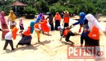 Pantai Batu Bengkung Punya Cerita