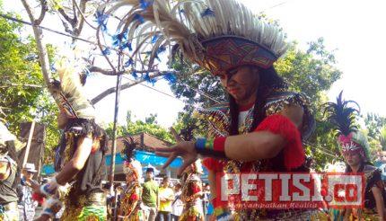 Ribuan Santri Ponpes Ploso Kediri Tampilkan Seni Budaya Daerah di Parade Santri