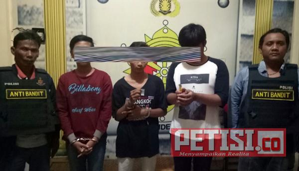 Polsek Pakal Gelandang Tiga Tersangka Narkoba Warga Lakarsantri