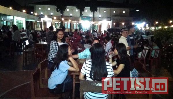 Buber Menyerupai Cafe Dadakan di SMPK Widyatama Kota Batu