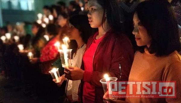 Ratusan Lilin untuk Aksi Solidaritas Deklarasi Perdamaian